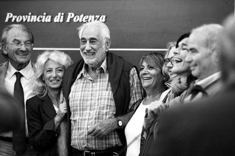 Walter Pierpaoli con i medici a Castelluccio Superiore